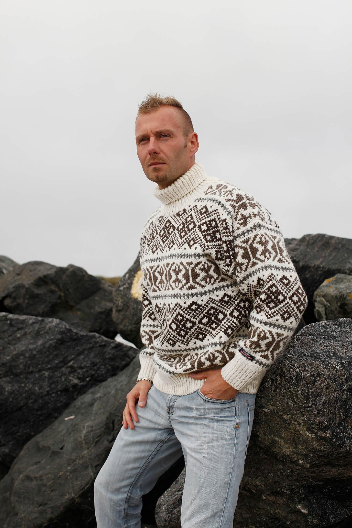 Islandströja från Norwool i ren ny ull & med polokrage