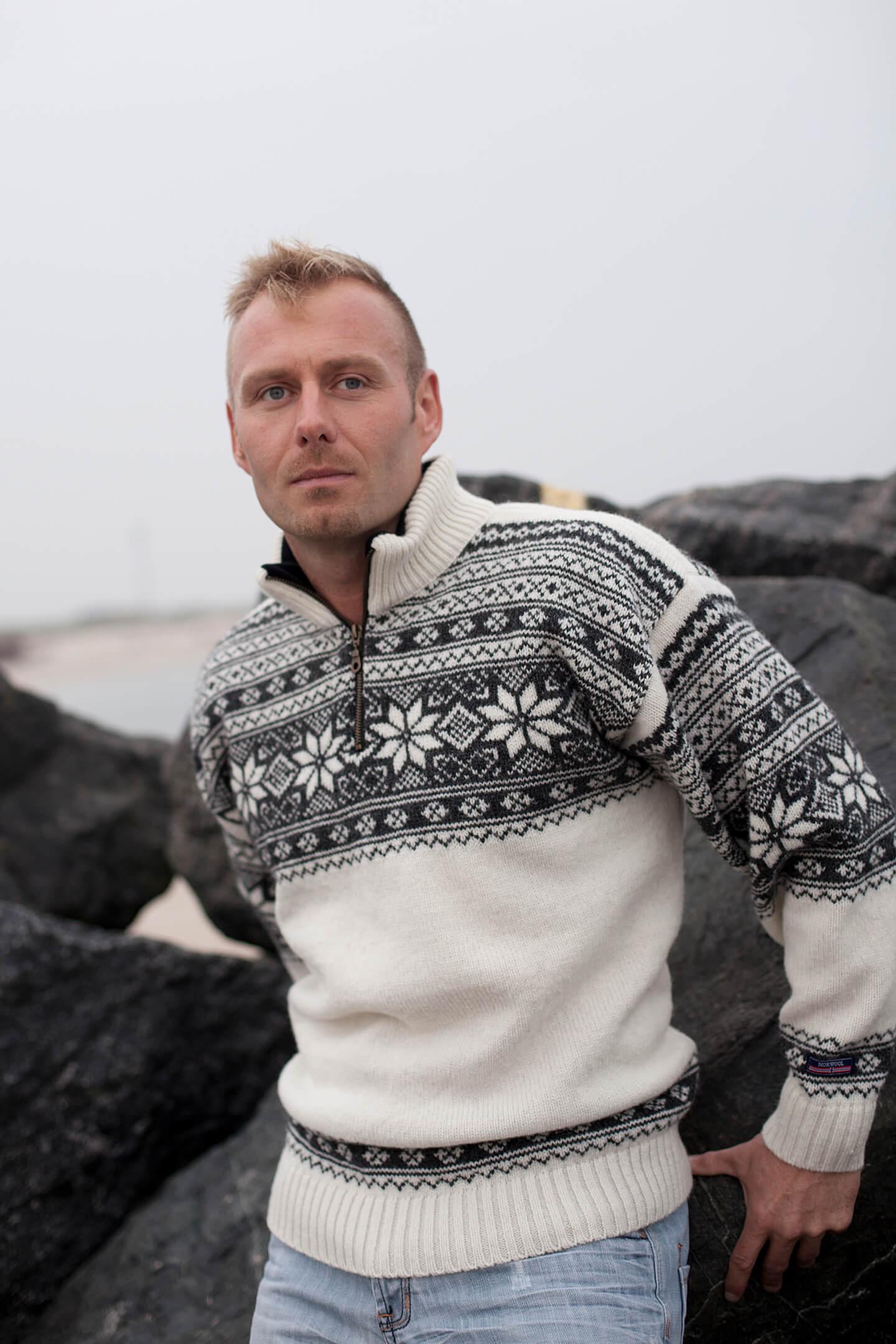 Setesdals stickad tröja från Norska NORWOOL i ren ny Norsk ull.