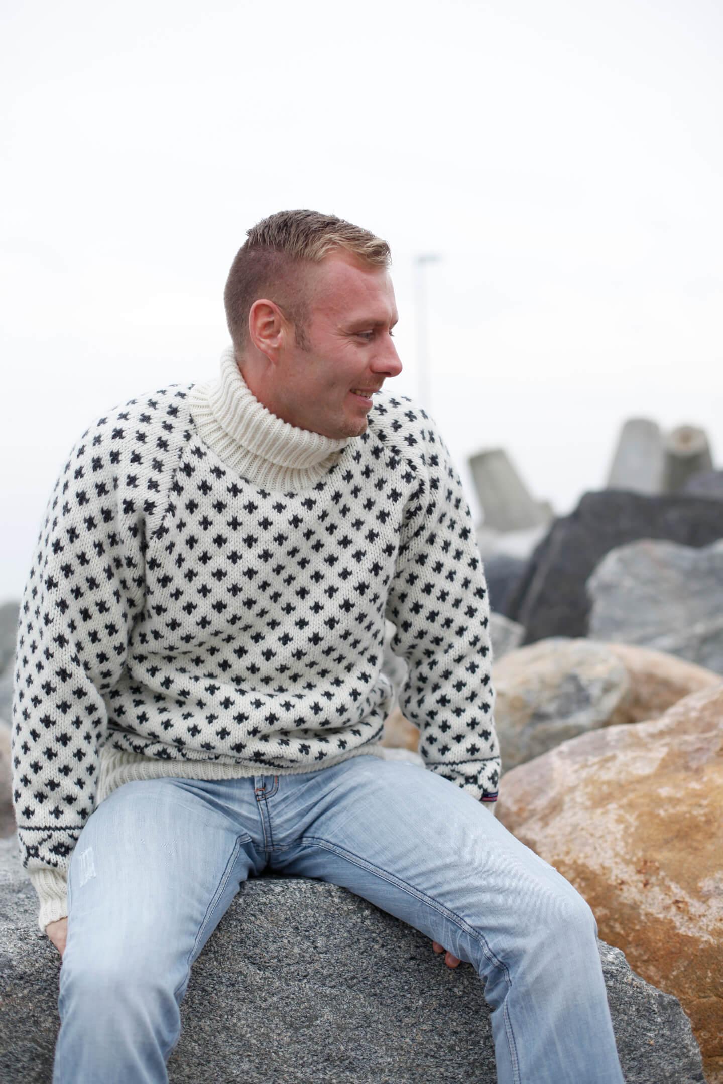 Original stickad Islandströja i ren ull & polokrage från NORWOOL