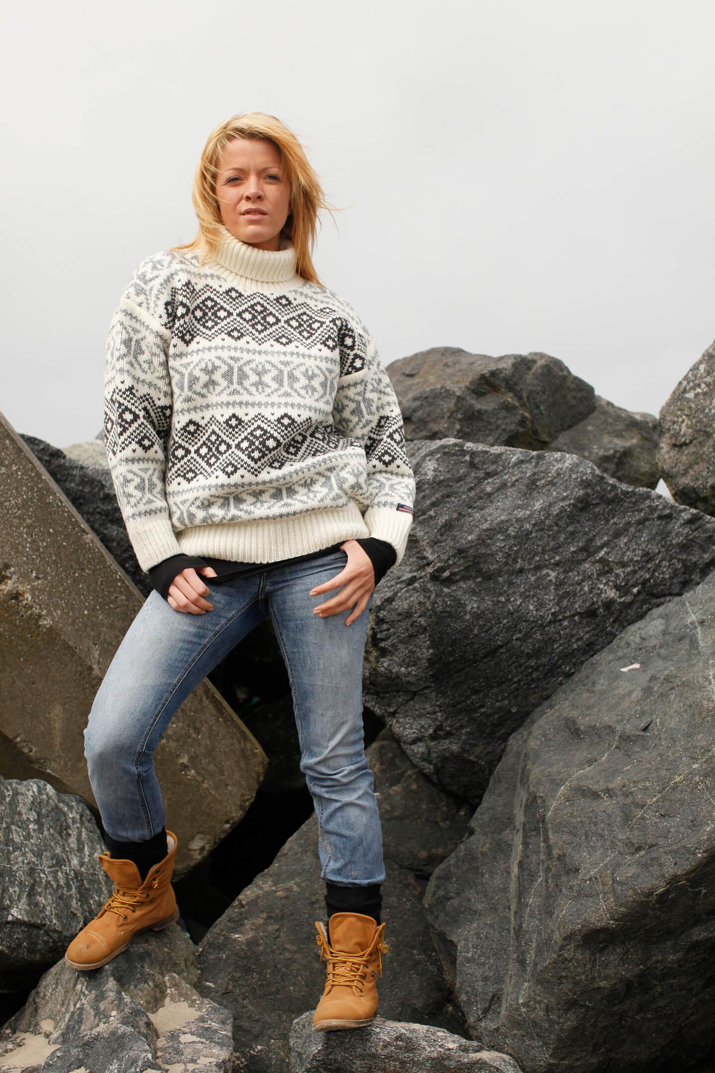 Original Norwool stickad Islandströja i ren ull med polokrage