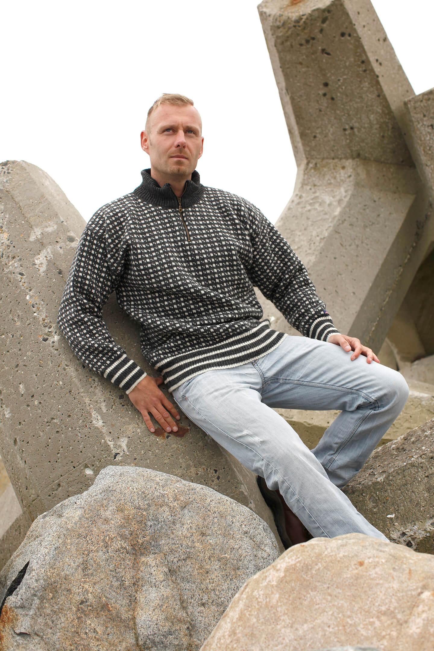 Stickad original Islandströja från Norwool av ren ny ull