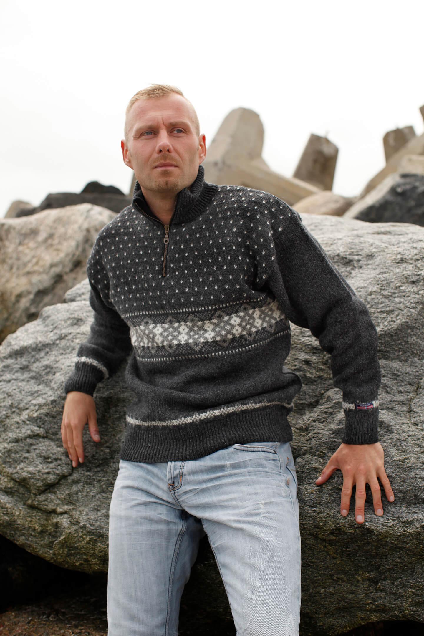 Stickad ulltröja av ren ny ull samt producerad i Norge av