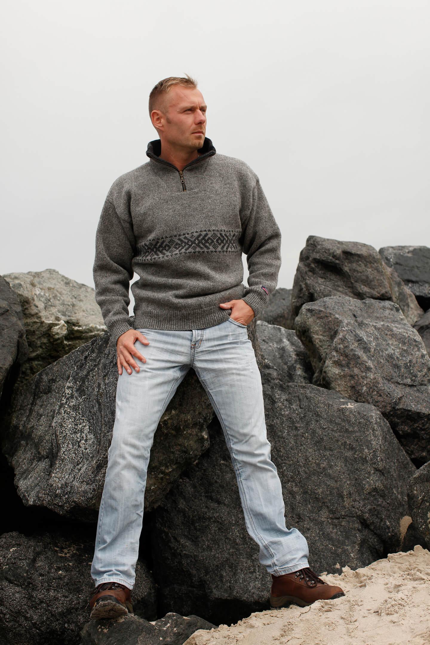 Klassisk Sticka tröja från Norwool av ren ny ull.